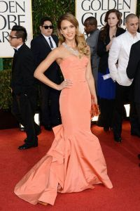 Jessica Alba at the 2013 Golden Globes in Oscar de la Renta