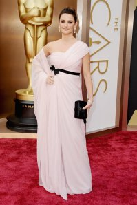 Penélope Cruz at the 2014 Oscars in Giambattista Valli