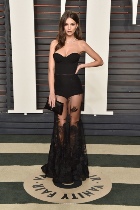 Emily Ratajkowski wearing Steven Khalil to the 2016 Vanity Fair Oscars Party